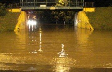 Nevreme poplavilo ulice u Nišu - Nevreme poplavilo ulice u Nišu