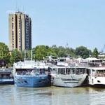 Dunav zarobio brodove u Novom Sadu - Dunav zarobio brodove u Novom Sadu
