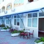 Apartmani Biser Bečići su apartmani prve kategorije i udaljeni su od plaže samo 100m. Apartmani su studio tipa, i predviđeni su za odmor najviše 5 osoba. I