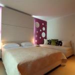 Apartmani Domador Bečići je nov objekat u Bečićima otvoren 1.05 2011. Nalazi se u mirnom delu Bečića na samo 150m od plaže uz hotel Queen.