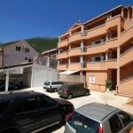 Apartmani Fjondra Bečići se nalaze u mirnom delu Bečića, na samo 4 km od centra Budve. Najbliza plaža je udaljena 350 metara.