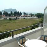 Apartmani Kraljevska Vila se sastoji od šest EXTRA LUX apartmana. Nalazimo se u centru Budve, preko puta Slovenske plaže, na 50 metara od mora