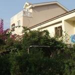 Apartmani Vila Elena Budva Vam žele dobrodošlicu u apartmane koji se nalazi u privatnoj kući okruženoj vrtom. Odličan položaj, samo 5 minuta hoda od plaže