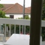 Dvosoban apartman Mimi je u stambenoj zgradi na prvom spratu, u neposrednoj blizini manastira Savina, sa terasom i pogledom na more