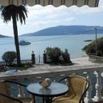 Apartmani Tre Sorelle Herceg Novi su na samoj obali Jadranskog mora, na ulazu u Bokokotorski zaliv, u Kumboru, nudimo četiri novoizgrađena apartmana veliline 35-40 kvm.