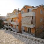 Vila NATALI se nalazi u Đenovićima, malom turističkom mjestu udaljenom 7km od centra Herceg Novog. Naši smještajni kapaciteti zvanično su kategorisani sa 4 zvjezdice
