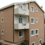 Apartman Beleni nalaze se na 280 metara od plaže Nudimo Vam prostrane dvosobne apartmane sa balkonom i pogledom na more.