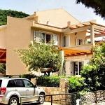 Apartmani Petrovac, Vila Maris je moderan apartmanski objekat, izgrađen 2008.god u prijatnom okruženju mediteranskog zelenila.
