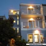 Apartmani Marković Sutomore nalaze se na jugoistočnom kraju sutomorske plaže u najlepšem delu Sutomora.