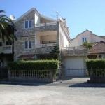 Apartmani Goranka Tivat se nalaze na samoj obali mora, na samo 25 m od plaže.