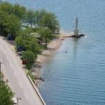 Apartmani Vujičić Tivat se nalaze na samoj obali mora, na 4km od centra Tivta, 8km od Kotora, 10km od Hergen Novog.
