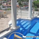 Apartmani Croma Ulcinj se nalaze u elitnom dijelu grada, mala plaža je udaljena 100 metara, stari grad 200 metara, centar grada 50 metara.