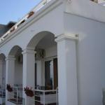 Apartmani Pontino Ulcinj su locirani na samoj obali kod usca Port Milene, 20 metara od Ulcinjse Velike plaže