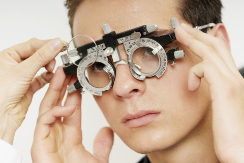 Kratkovidost, dalekovidost i astigmatizam - Srednje doba sada počinje u 53. godini