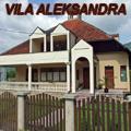 Vila Aleksandra se nalazi u naselju Bušinsko polje koje je udaljeno 2 km od centra Bajine Bašte, a 13 km od Perućca.